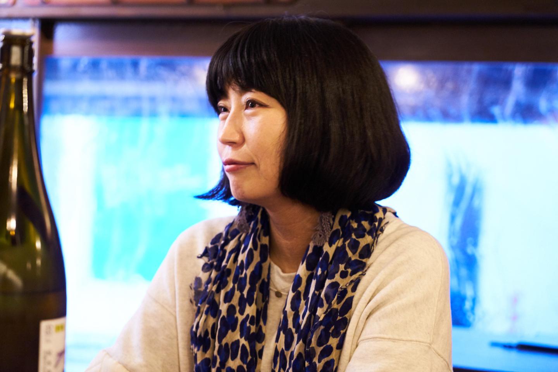 浅井 直子さん Profile:三重生まれ、愛知育ち、東京在住の編集ライター。企業PR誌の編集部などを経て独立。雑誌やwebメディアにて、日本酒、食、地域を主なテーマに取材執筆する一方、日本酒を通して見えてくる地域の風土、食文化、手しごとに着目したイベントを開催している