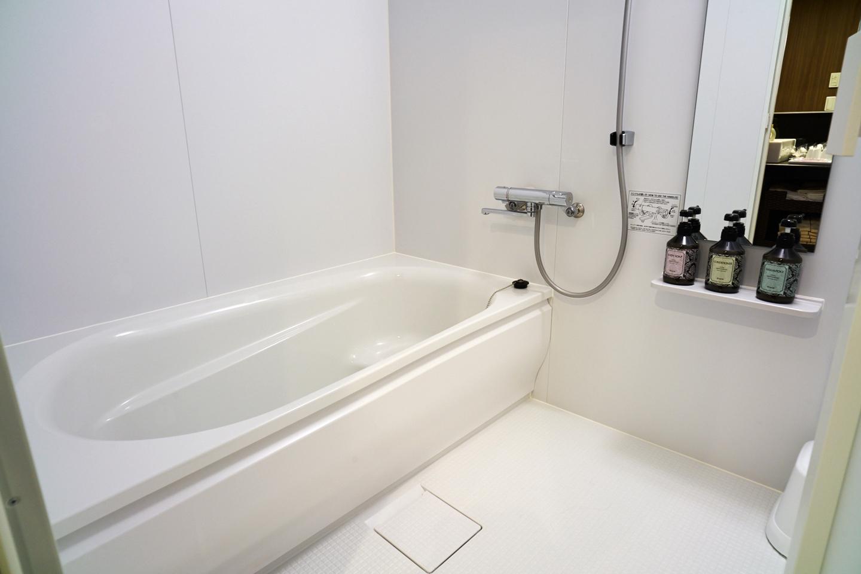 浴室は洗い場つき、ユニットバスでは得られないくつろぎ感
