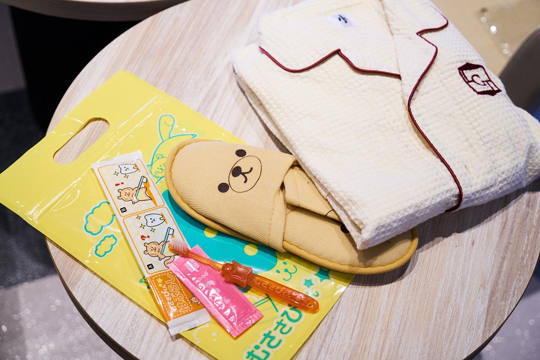 「むささびくん」と呼ばれている子ども用アメニティ。かわいいスリッパと歯ブラシ、130サイズの子ども用ルームウエア
