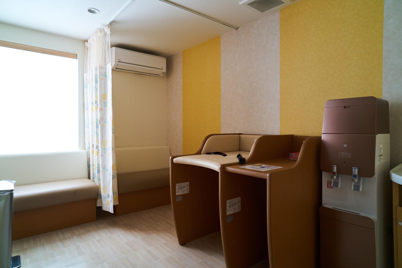 館内には授乳室やコインランドリーも完備、アイロンなどの備品貸出コーナーも充実
