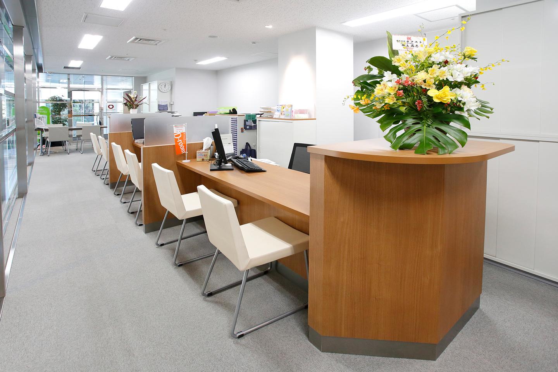 2月に移転したばかりの清潔感あふれる大和エステート新宿店。駅から4分ほどの立地で、新宿はもちろん、渋谷や池袋などのターミナル駅にある物件にも強い!