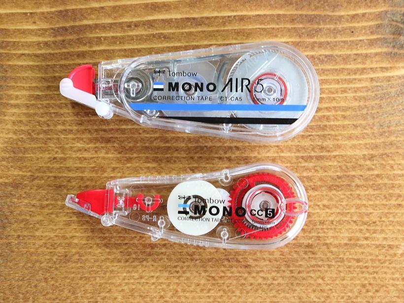 下は同じくトンボ鉛筆のコンパクト型修正テープ。サイズ的にはやはりAIRの方が一回り大きいか