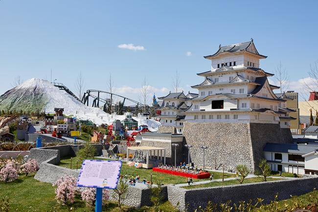 レゴ®ブロックで見事に組み上げられた姫路城