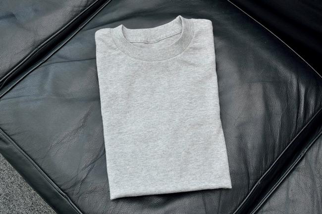 実際にデモンストレーション版のランドロイドが全自動でたたんだTシャツ。まるでブティックの商品のようにきれいにたたまれていました
