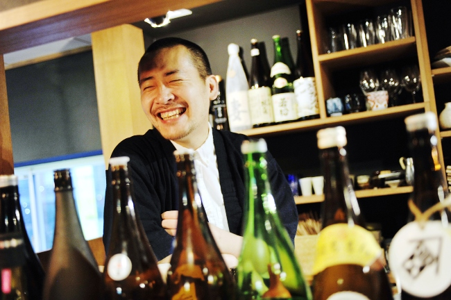 店主の梅澤豪さん。「Umebachee!は自分を成長させてくれる場所」と言い、常に新たな表現を考えている