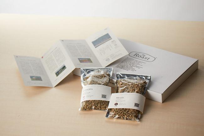 毎月届く箱には、生豆(200gずつ)と、豆の生産地に関するストーリーをまとめた冊子がセット。生豆のパックはジッパー式なので、必要な分を焙煎し、残りはそのままパックにストックしておけます。