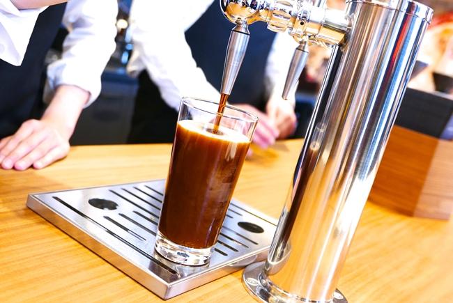 注目は日本初登場の「スターバックス ナイトロ コールドブリュー コーヒー」。クリーミーなクレマと飲みやすい味わいが、豆本来の味を引き立てます。