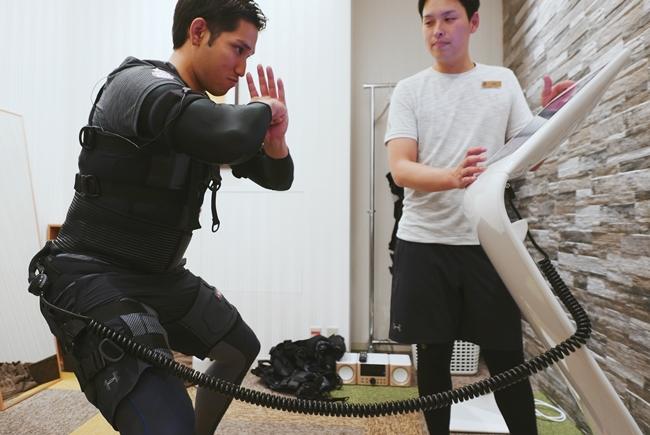 ヨーロッパで人気の全身EMS(電流で筋肉に負荷をかける方法)「X Body」では、走ったり息を切らしたりせずに効率的な筋トレが可能。もちろんトレーナーが丁寧にやり方をレクチャーしてくれますよ。