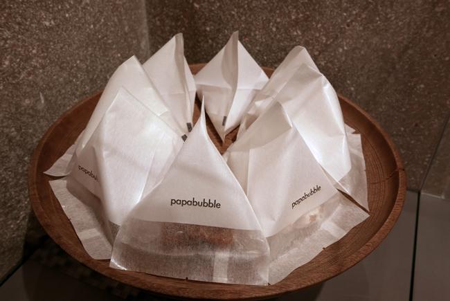 上品な「PAPABUBBLE」のロゴ入りパッケージ。和風のヌガーを頂きましたが、ふわふわでトロトロ、なんて初めての体験でした。