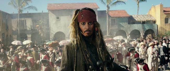 """孤高の海賊ジャック・スパロウの過去を知る最恐の敵、""""海の死神""""サラザールが解き放たれた時、海賊全滅へのカウントダウンは始まった。ジャックVS海の死神の決戦の行方は? <最後の冒険>がついに幕を開ける!"""