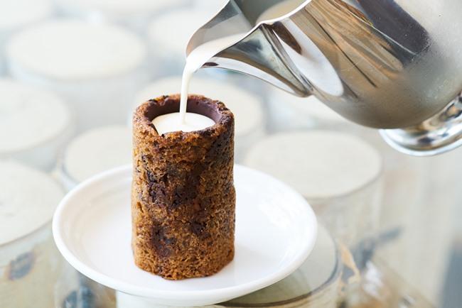 クッキーショット™ ¥778/バニラビーンズに24時間浸し、シロップを加えた香り豊かなミルクのファンも多い
