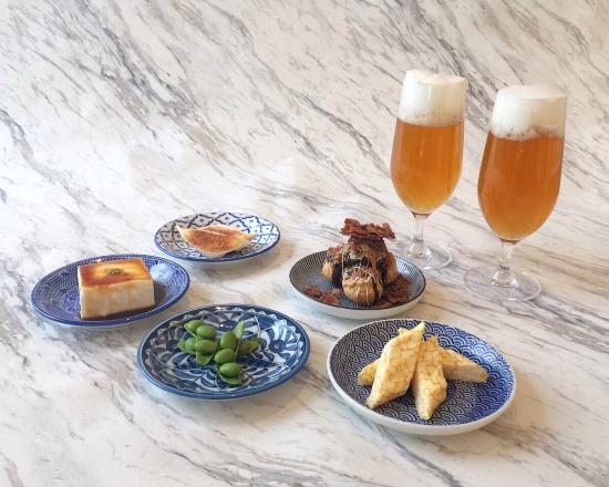 IZAKAYA afternoon tea ¥3,780/居酒屋の定番メニューがアフタヌーンティとして登場! もちろんすべてがスイーツ。(表参道店2階カフェ・レストラン「PETIT PARK Café」限定。9月下旬まで)
