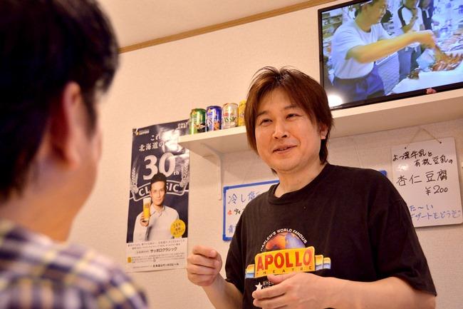 山本 大店主。ラーメンと函館への想いは人一倍熱いですが、田中さんも負けてはいません。そのエピソードとして以前モモとバラ肉を1枚ずつ2種のチャーシューでラーメンを作った際、田中さんより「バラ肉は函館では邪道じゃない?」とアドバイス。山本さんは思い直し、モモ肉2枚に戻したそう