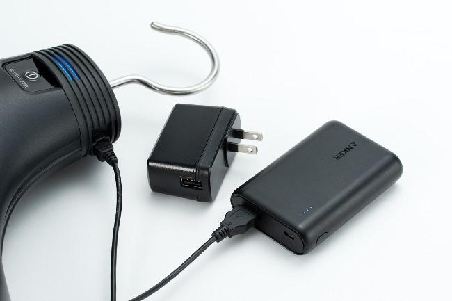 モバイルバッテリーにも対応しているため、クローゼットの中のようなコンセントがない場所でも対応可能。さらに出張の際も便利!