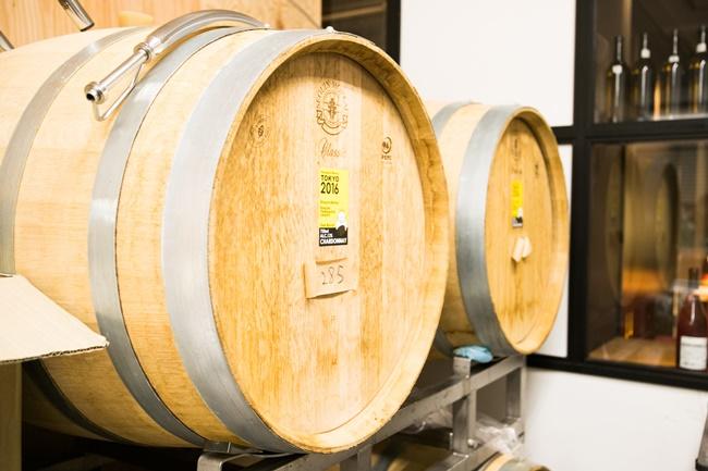 こちらの木樽では、山形県産シャルドネを熟成中