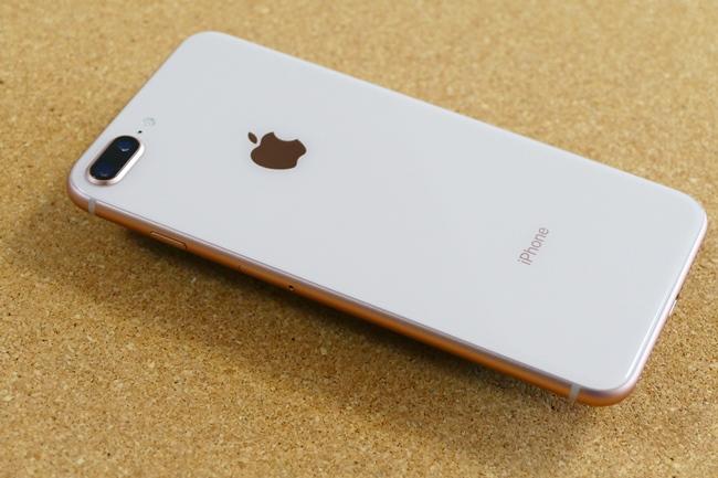 iPhone 8 Plus(ゴールド)の背面