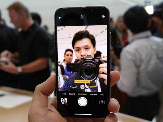 「iPhone X」のインカメラでポートレートライティングを使用