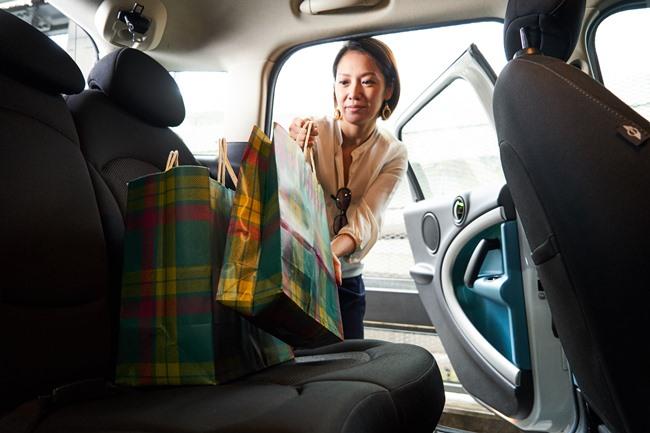たくさん買い物する日や重い荷物がある時は、タクシーより手軽でバスや電車より楽々快適