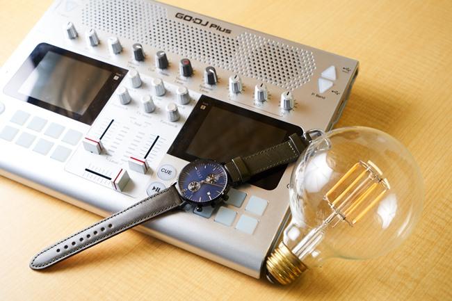 電球型のLED「Siphon」、ケースやベルトなどをカスタムオーダーできる日本製時計「knot」、ポータブルの音楽デバイス「GODJ Plus」など、Makuakeで成功を収めたプロダクトの一例。まだ世にでていない商品やサービスに出合えるチャンス