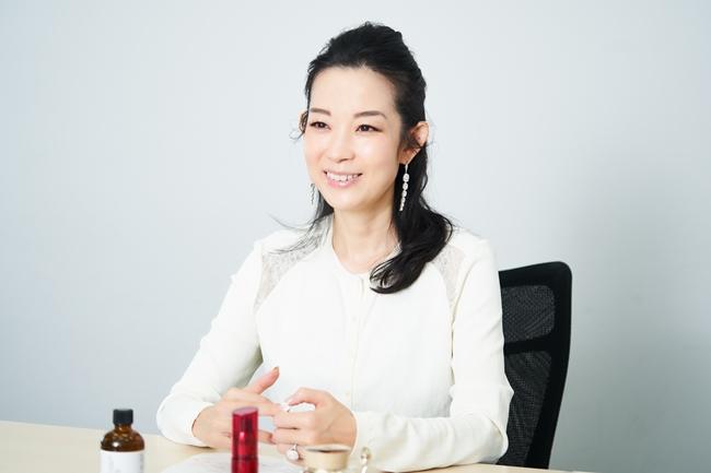 美容家・ビューティースキンスペシャリストの深澤亜希さん
