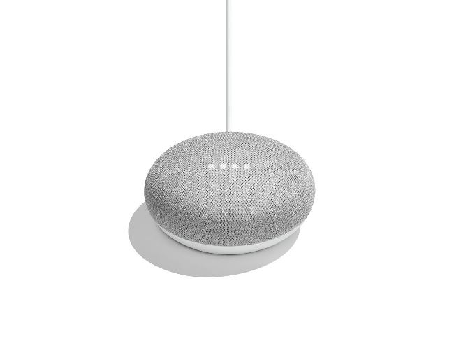 Google Home Miniのサイズは直径98mm、高さ42mm。手の平に収まるコンパクトなサイズ
