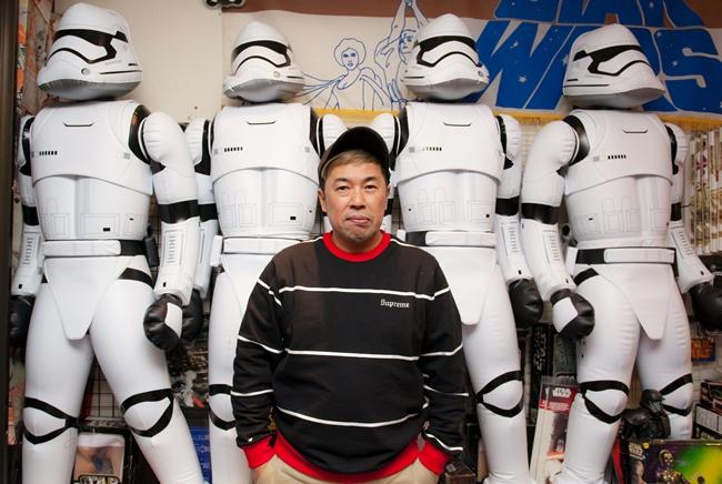 高円寺にスター・ウォーズグッズ専門のコレクターズショップ『STAR CASE』を構える片桐 優さん