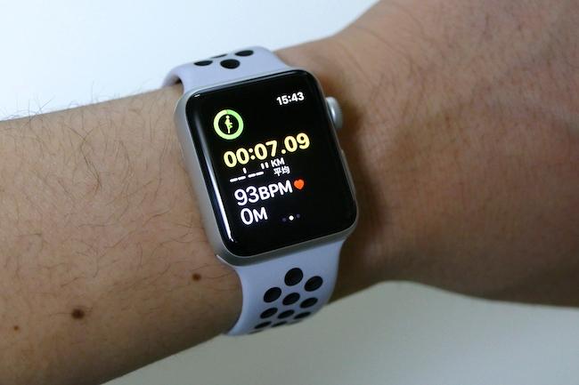 ワークアウトの際の画面。ディスプレイサイズはコンパクトながら、文字表示がはっきりと見えるので、視認性もよい。GPSで経路のログも残る