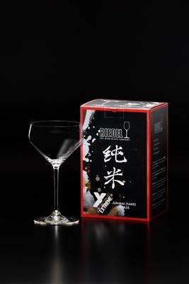 8年の月日をかけて純米酒に特化したグラス形状を開発した。「<エクストリーム シリーズ>純米」3240円