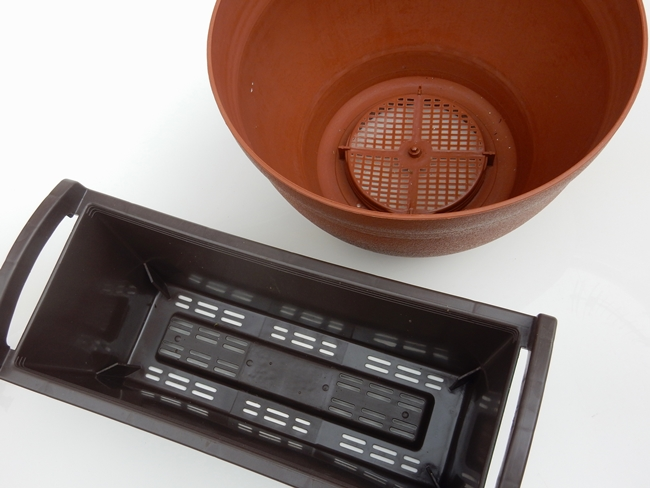コンテナとは、プランターを含む鉢の総称として使われる言葉で、多種多様