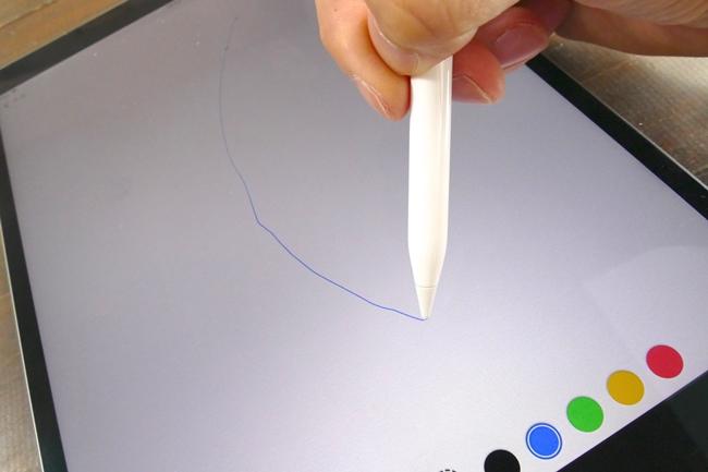 """iPad Proは""""ピタッ""""と線が筆先に付いてくる"""