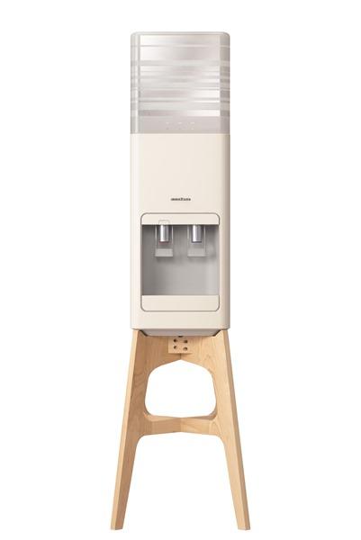 「amadanaデザインサーバー」は、日本ならではの美意識を大切にしたエレクトロニクスブランド、amadanaがデザイン。木製の置き台で、北欧系インテリアにも和室にも合うよう考えられています
