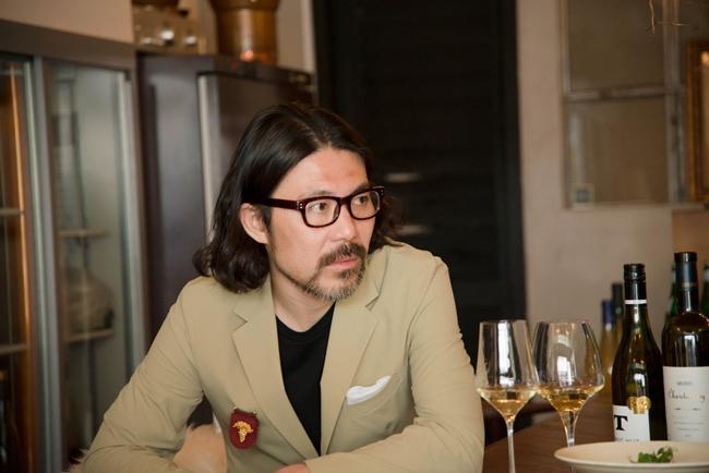 JULIAのオーナーソムリエ・本橋健一郎さん。個人的にはリースリングを好んでよく選ぶという