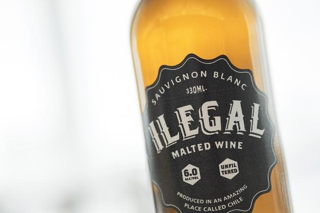 330mlボトル入りで、アルコール度数は6%。「MALTED WINE」と書かれていますが、この組み合わせは確かにイリーガル(掟破り)!