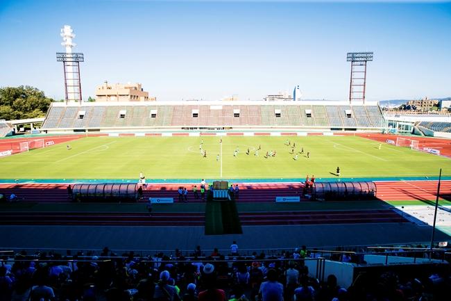 ↑今大会から会場は東京から大阪へ。バルセロナとアーセナルの決勝は、かつてのガンバ大阪の本拠地でもある万博競技場で行われた。