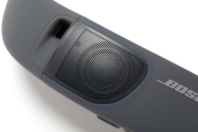 ↑両端にあるドライバーユニットが上向きに設置され、音が耳に向かって一直線に届く設計。