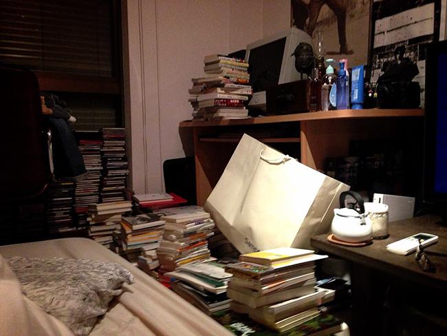 ↑以前の佐々木さんの部屋。片付けたくても、しまうスペースがなかった