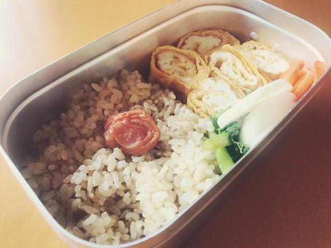 ↑毎日のお弁当も、玄米、卵焼き、ぬか漬けと超シンプル