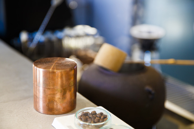 ドリンクは、日本茶(540円~)とスペシャルティコーヒー(454円~)が用意。セットの場合108円引きに。