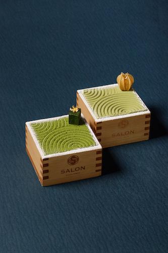 「茶房パフェ-濃いめ-」(左)1512円/お茶セット1945円、「茶房パフェ-日本庭園風-」(右)1296円/お茶セット1728円。
