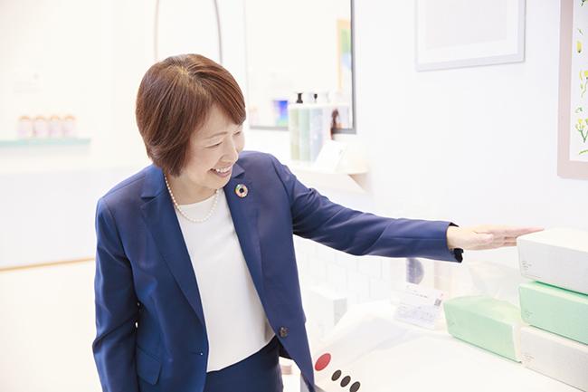 ↑ロハコを運営するアスクルのCMO(チーフマネジメントオフィサー)、木村美代子さん。