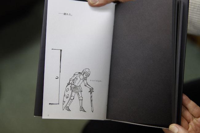 「……疲れた。」と部屋に帰ってきたのは、重そうな甲冑をまとった女性。元木さんは、ここからほんの数ページで一気に作品世界へ引き込まれてしまったと言います。