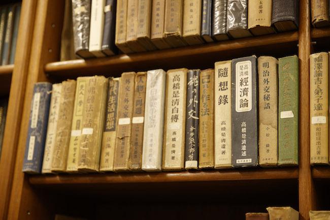 経営や商業、会計、歴史、国際政治などの学術書を得意とする千倉書房。一方で、大人向けの深いメッセージ性を持った絵本も出版しています。10年前の日本ではあまり日の目を見なかった絵本「やさしい死神」が持つテーマ性に深く共感した担当者は、今回の新装版の出版チャンスをずっと待っていたのだそう。