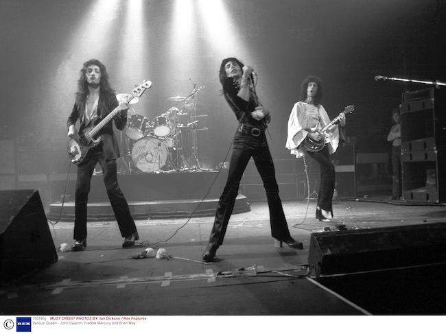1974年、ステージでのQUEEN。