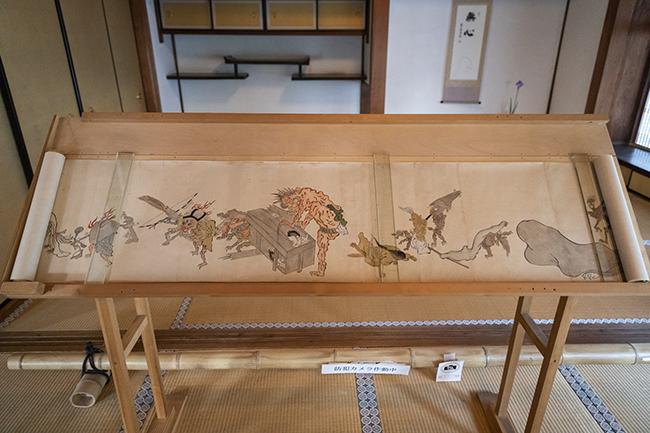 高台寺が所蔵する「百鬼夜行絵巻」。毎年夏に展示している。