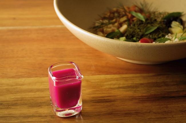 ソースは料理とワインをつなぐ架け橋。季節によってソースが変わるたびに、ペアリングのワインも変わるそう。