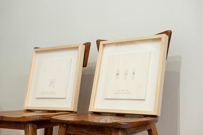 本の原画は、7×7インチの木の板に描かれたイラストと言葉。