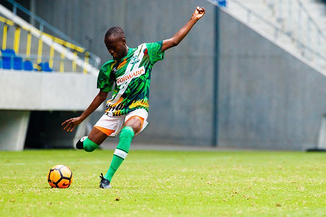 ナイジェリア選抜の中心、オボンナヤ・サンデー・エジケ選手。中盤の底の位置で攻守に貢献したほか、試合中に見せたリーダーシップも素晴らしく、文句なしのMVP獲得だった。