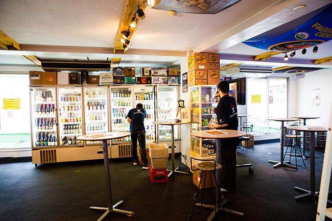 ↑取材場所は、関内にあるクラフトビールとサイダーのボトルショップ『アンテナアメリカ』。店内では食事とともにクラフトビールとサイダーが楽しめる。