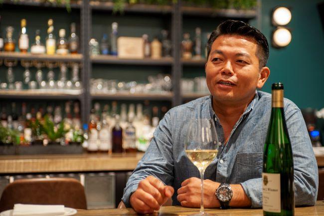 ニューヨークワイン専門のインポーター、GO-TO WINE の後藤芳輝さん。NYに14年間在住していた経験とネットワークを駆使し、買い付けを行っている。