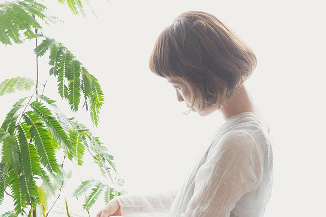 観葉植物の世話をする時間も楽しみのひとつ。
